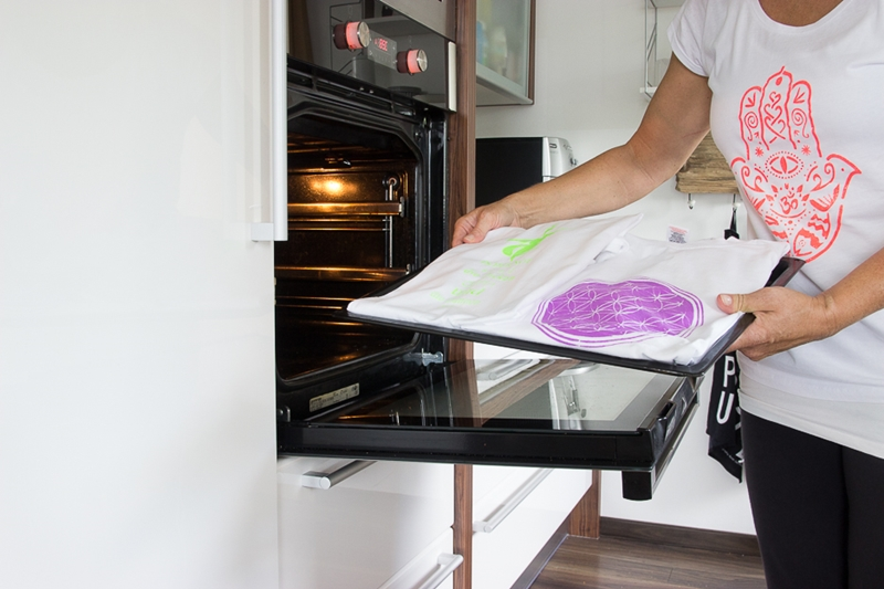 schwarzlicht glitter stoffmalfarbe f r kids und co schablono. Black Bedroom Furniture Sets. Home Design Ideas