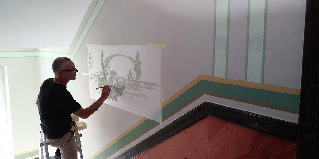 Treppenhaus mit Schablonentechnik saniert