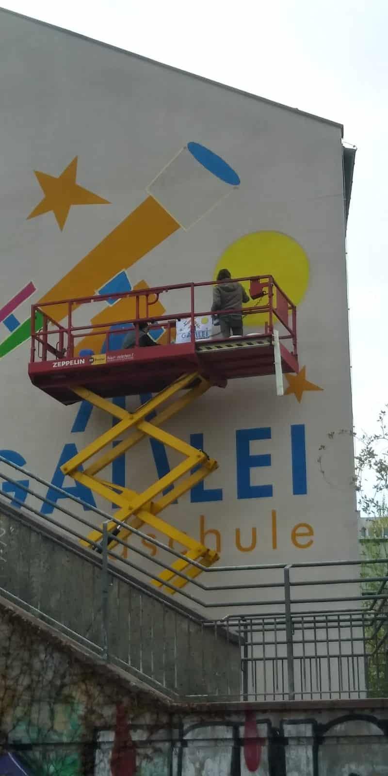 fassadenmalerei-stencil-schule